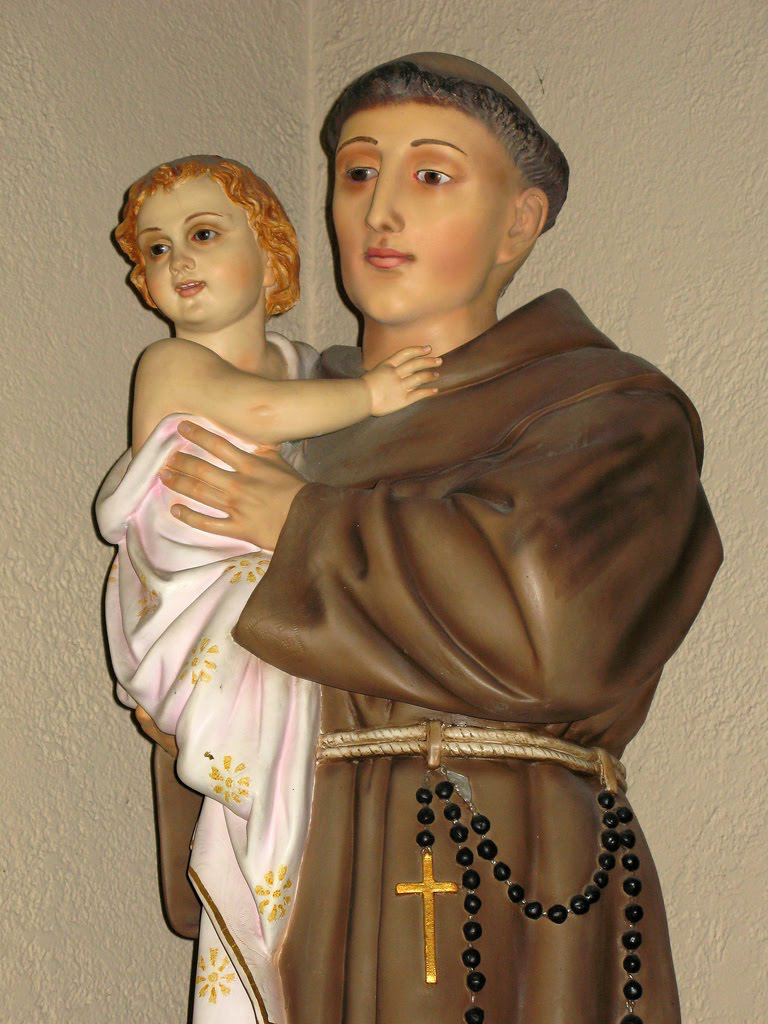 Statue of Saint Anthony holding the Christ Child